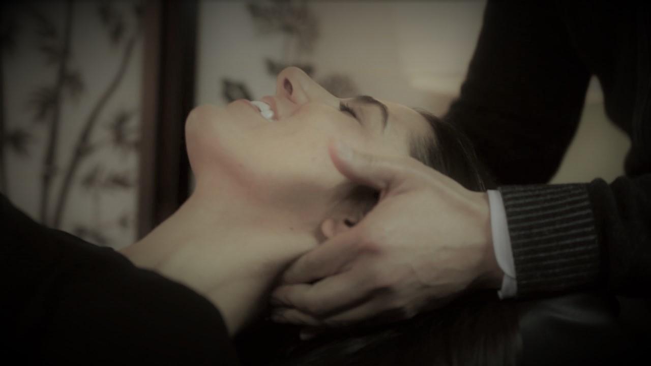 Chiro-ajustement-douleur-au-cou-cliniquelaurea